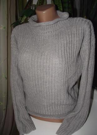 Серый свитер под горло от atm