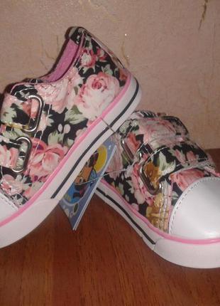 Кеды для девочки в цветах на липучках5