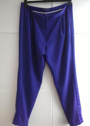 Модные брюки с  лампасами ярко-синего цвета
