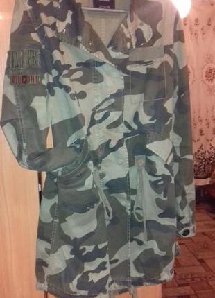Камуфляжная куртка bershka