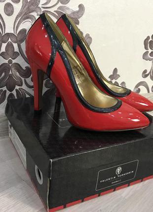 Красивые лаковые туфли от валентина юдашкина