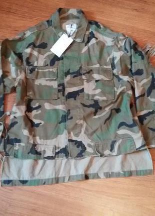 Камуфляжная куртка с бахромой и заклепками zara4