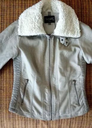 Демисезонная кожаная куртка с утеплителем