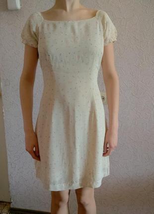 Легкое летнее платье бежевое в цветочек ретро стиль