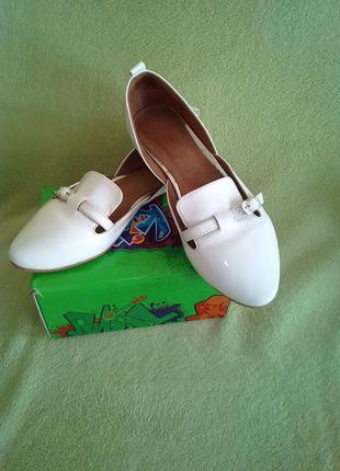 Классные кожаные открытые туфли