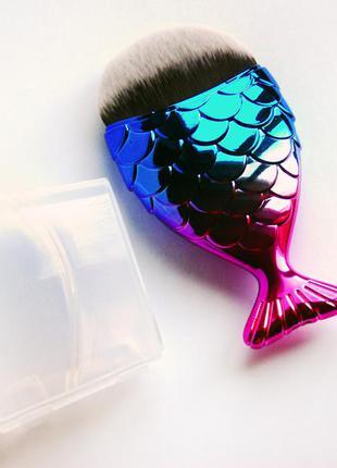 Кисть-рыбка для тона, коррекции и т.д. с футляром-подставкой