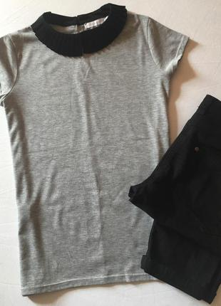 Интересная футболка блуза с гофрированным воротничком