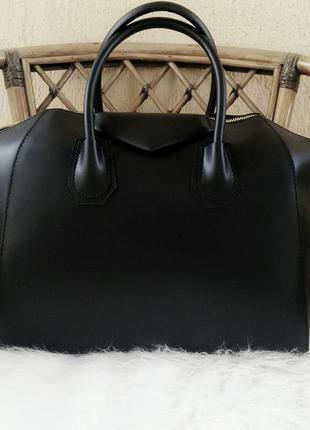 Стильная, деловая кожаная сумка в стиле givenchy. италия