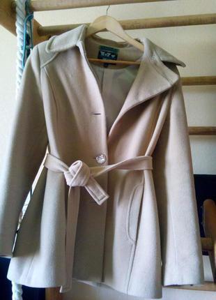 Пальто осень песочного цвета