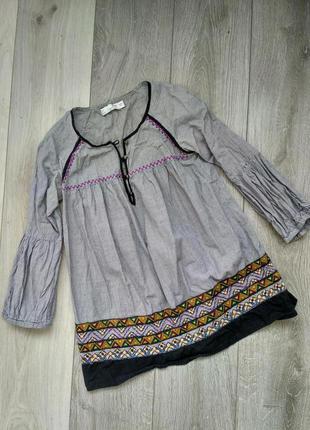 Блузка з елементами вишивки