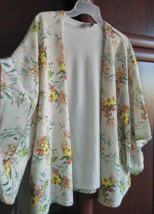 Широкий кардиган/пиджак/блейзер с расклешёнными рукавами цветочный принт