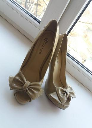Туфли в идеальном состоянии, состояние новых, удобные. 37 размер, высота каблука 12см.