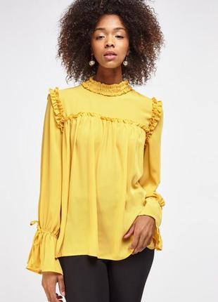 Желтая блуза с рюшами и воротником стойкой s-m