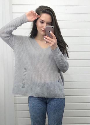 Актуальный свитерок с прорезями atmosphere