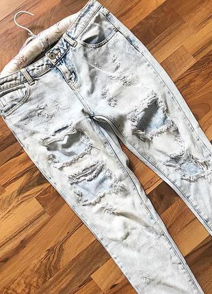 Рваные джинсы как бойфренды
