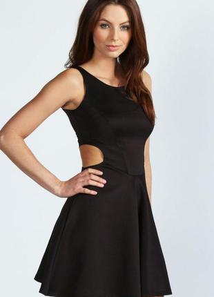 Платье черного цвета с вырезами по бокам, короткое черное платье с вырезами сбоку