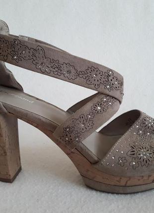 Босоножки на широком каблуке фирмы graceland ( германия) р. 39 стелька 25 см