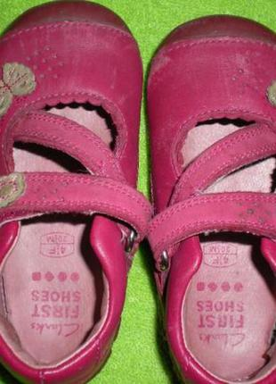 Фирменные кожаные мокасины clarks на девочку размер евро 4,5 (наш 22) (ст. до 14 см)