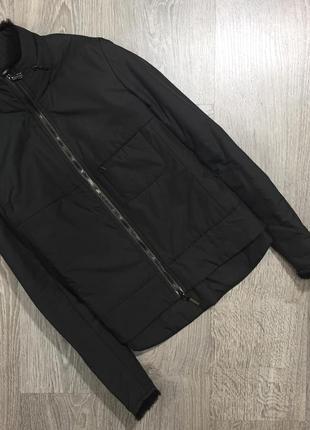 Тонкая куртка от дорогущего бренда-отделка из натурального  меха на тонком синтепоне