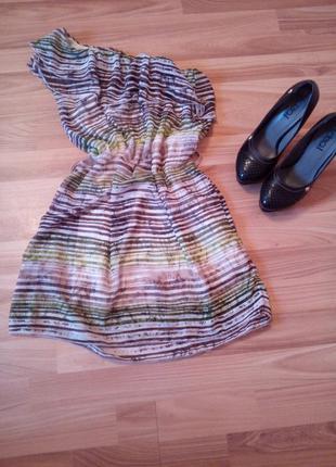 Необычное платье на одно плечо