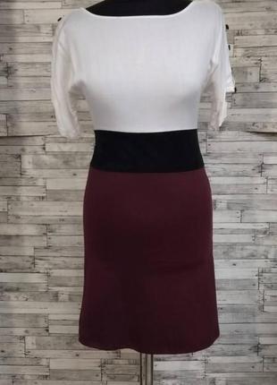 Классическое трикотажное платье с юбкой цвета марсала