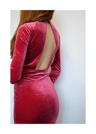 Велюровое платье с открытой спиной