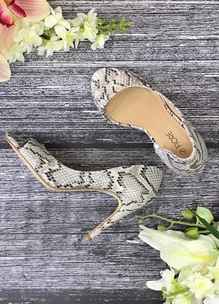 Элегантные босоножки со змеиным принтом fiore  sh181612