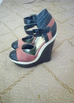 Туфлі на платформі фірмові.зручні та стильні