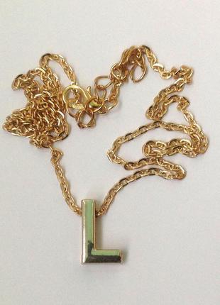 Ожерелье с кулоном буква l