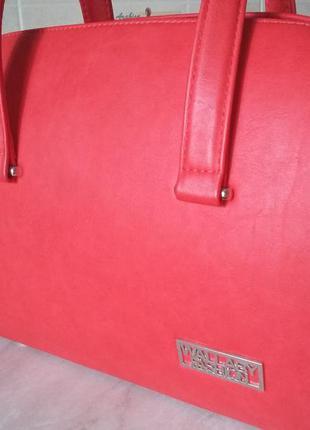 Красивейшая красная сумочка