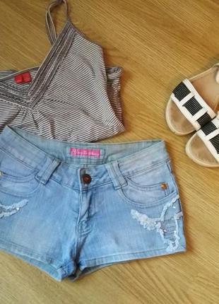 Актуальные стильные джинсовые шорты короткие актуальні джинсові шорти джинс голубой