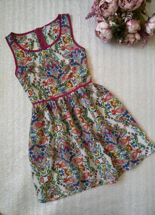 Легкое платье в орнамент в цветочный принт