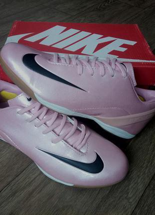 Розовые кроссовки футзалки бампы