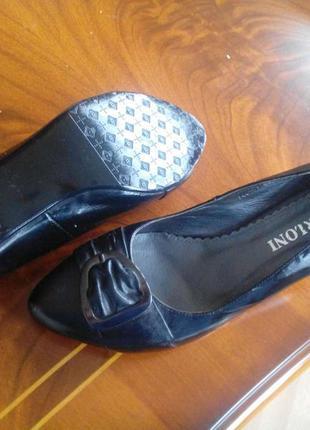 Классические туфли berloni для активных деловых женщин