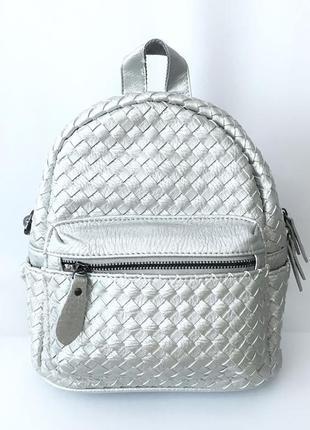 Серебристый кожаный рюкзак, портфель