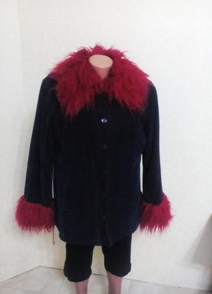Вельветовая  темно -синяя куртка с красным мехом  xl размер