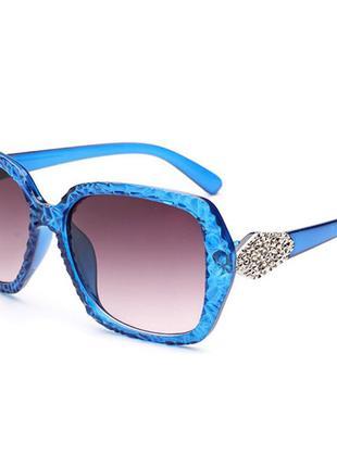 Объемные очки в стильной рельефной синей оправе 100%-uv защита по приятной стоимости
