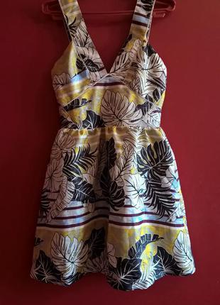 Цветное платье с пышной юбкой