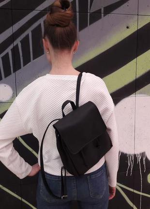 Маленький женский рюкзак черный эко кожа вместительный2 фото