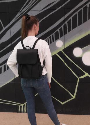 Маленький женский рюкзак черный эко кожа вместительный4 фото