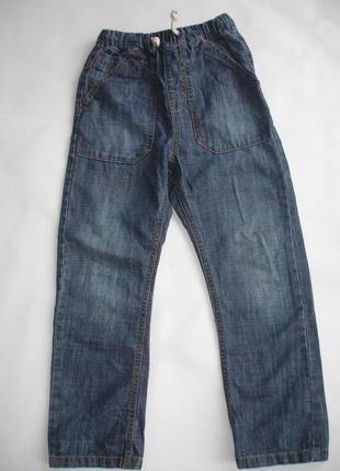Фирменные next прямые джинсы мальчику 5-6 лет идеал