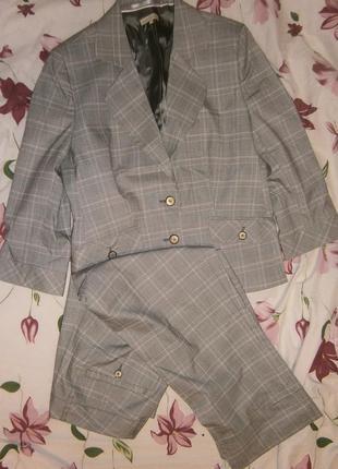 Красивый костюм для прохладной летней погоды