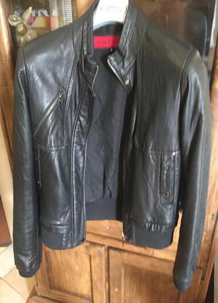 Кожаная чёрная куртка на m-l