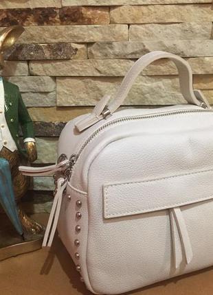 Итальянская кожаная сумочка-кроссбоди.