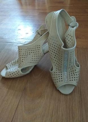 Туфли  с открытой пяточкой