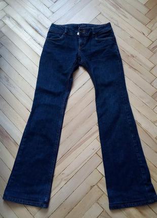 Темно синие джинсы клеш