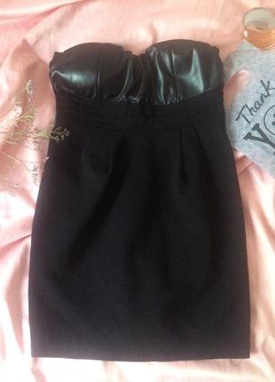 Коктейльное платье с кожаным корсетом