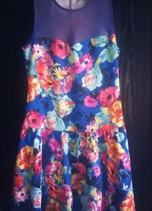 Красивое яркое платье!