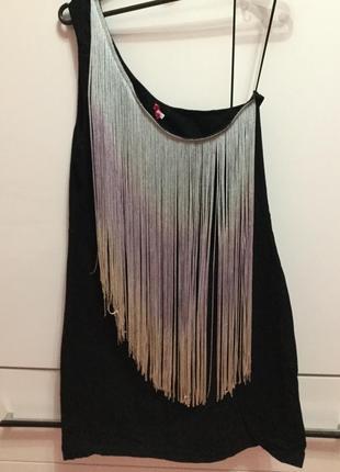 Платье на одно плечо с бахромой
