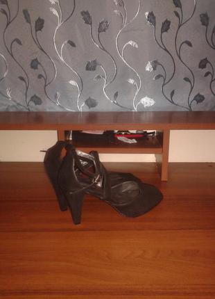 Замшевые босоножки на каблуку stefanel/италия